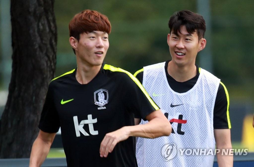 资料图片:黄义助(左)和孙兴慜(韩联社)
