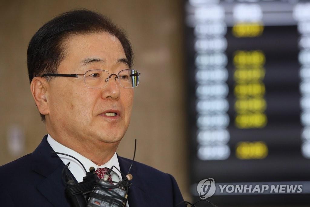 9月8日晚,青瓦台国家安全室室长郑义溶从中国回国后接受媒体采访。(韩联社)