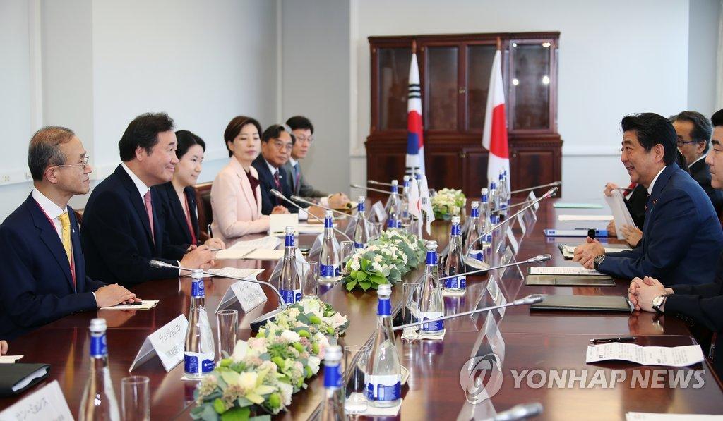 9月11日上午,在俄罗斯远东联邦大学,韩日举行总理会谈。(韩联社)