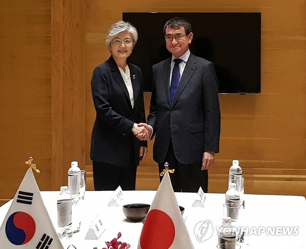 韩日外长在越南会晤探讨无核化合作