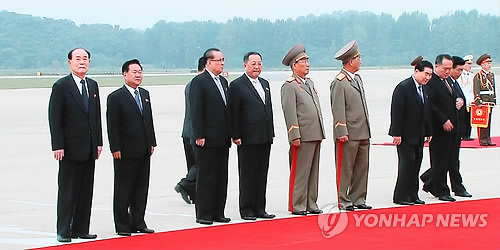 朝鲜核心高层到平壤机场迎接文在寅