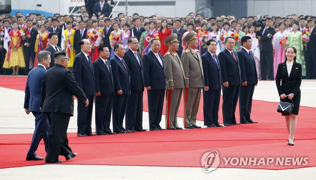 9月18日,在平壤,朝鲜为访朝的韩国总统文在寅举行欢迎仪式,金与正频繁亮相。(韩联社)