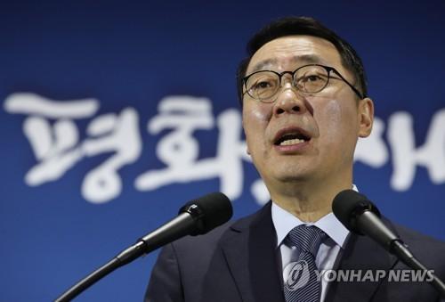 韩青瓦台:韩朝首脑同登白头山感动世界