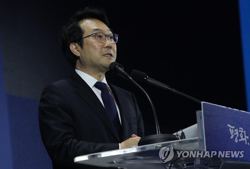 9月20日,在位于首尔东大门设计广场的文金会主新闻中心,韩国外交部韩半岛和平交涉本部长李度勋举行记者会。(韩联社)