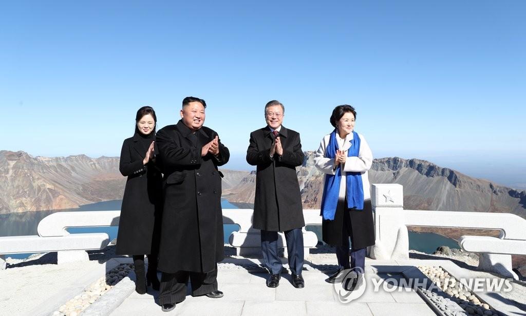 文在寅:韩国民众游览白头山的时代定会到来