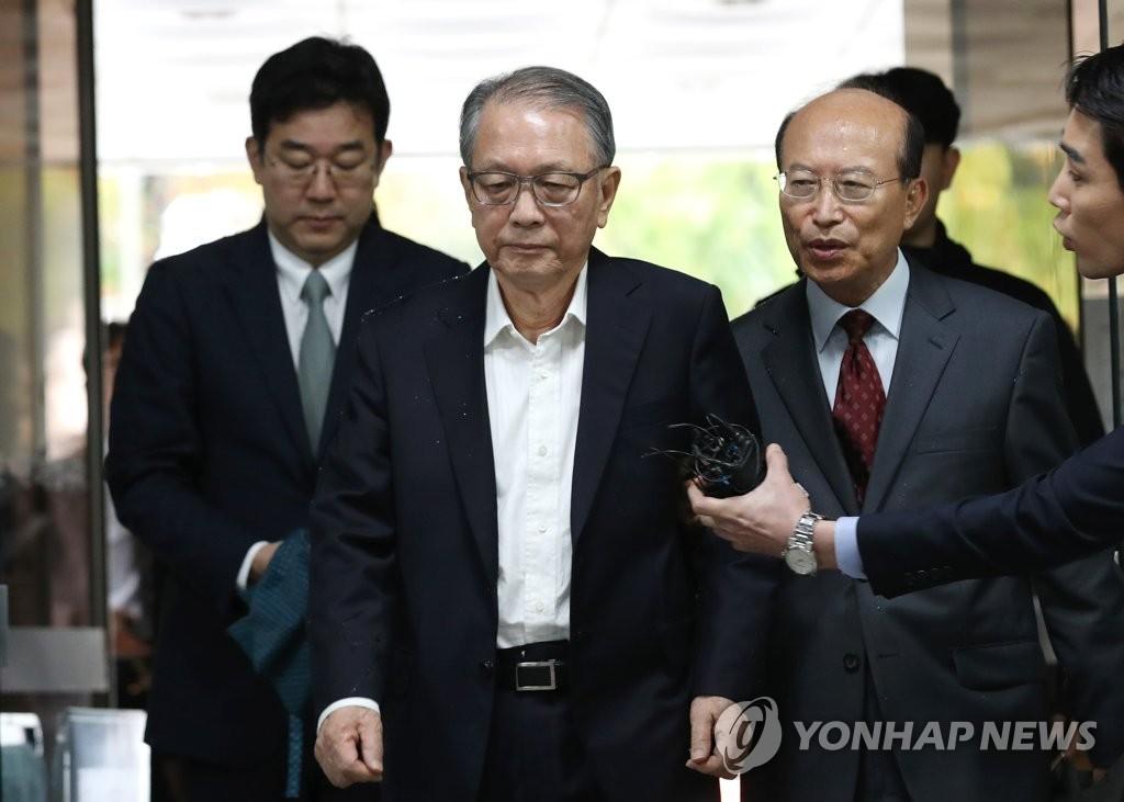 10月5日,金淇春出庭接受一审宣判。(韩联社)