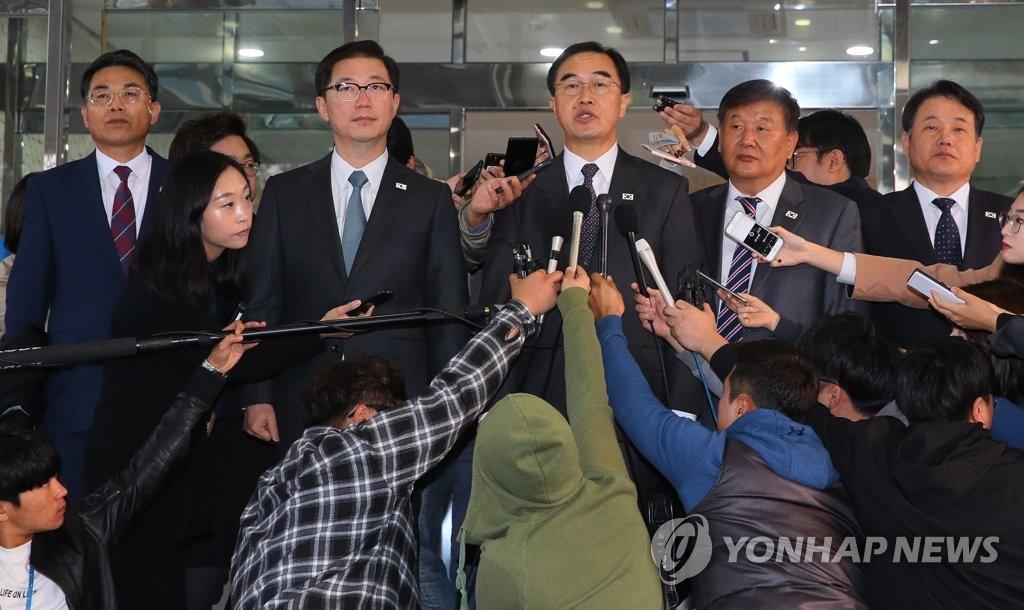 韩朝高级别会谈韩方代表团北上板门店