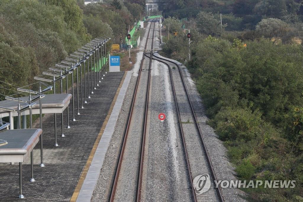 韩朝举行铁路公路对接项目开工仪式