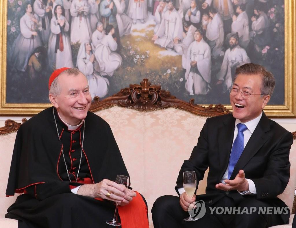 文在寅会见教廷国务卿帕罗林总主教