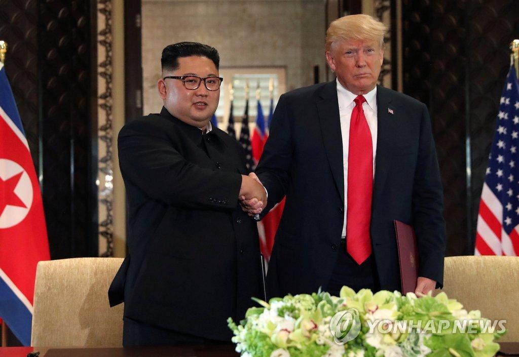 金正恩(左)和特朗普(韩联社/路透社)