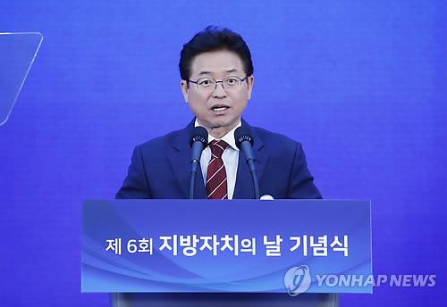 韩庆尚北道知事李哲雨明率团访华
