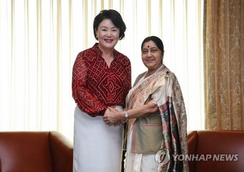 韩第一夫人会印度外长