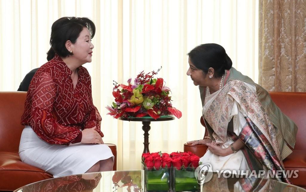 韩第一夫人单独访印会见印度总理莫迪