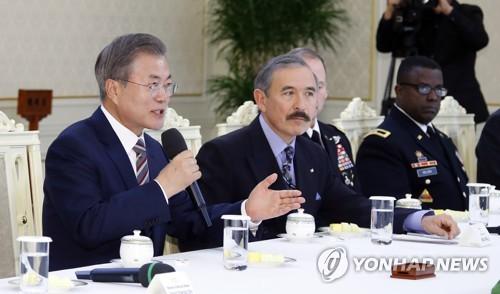 文在寅与驻韩美军官座谈:韩美同盟永在