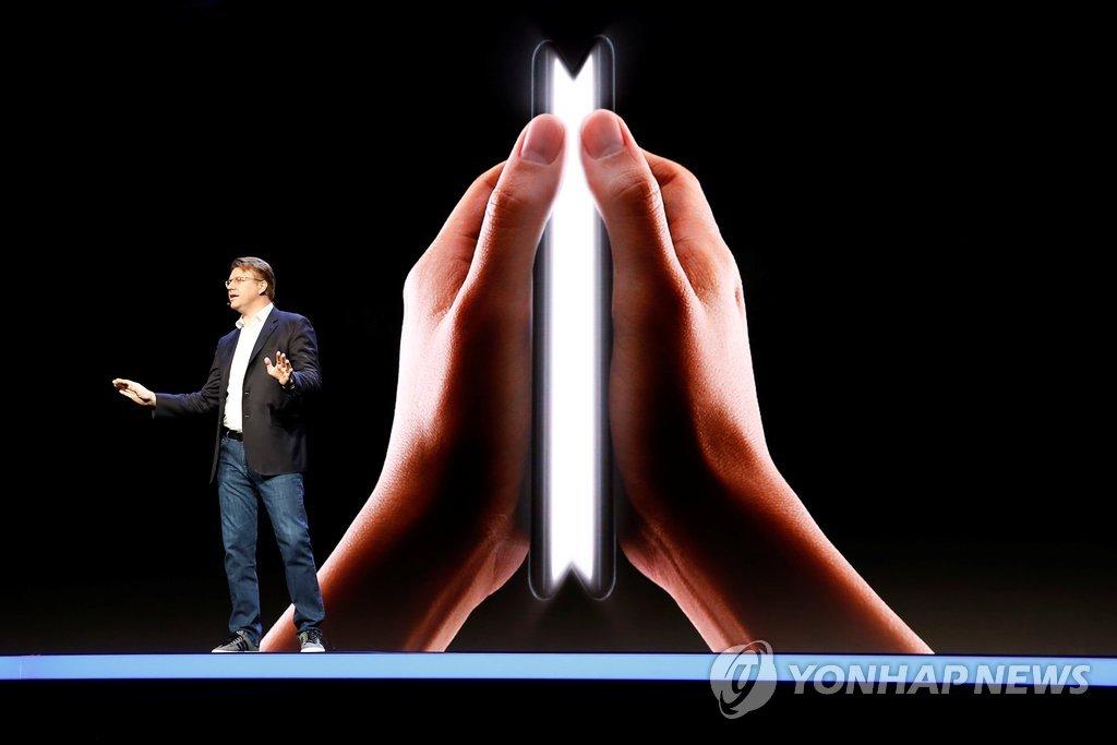 三星拟明年初推首款折叠屏智能手机
