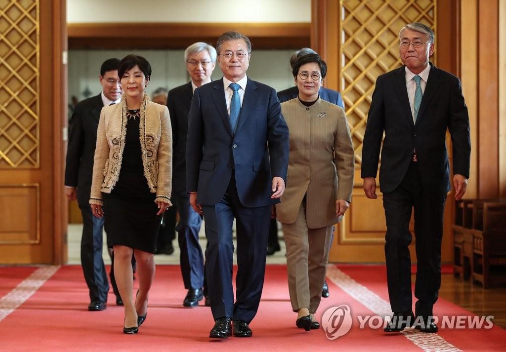 文在寅:将支持总理分担首脑外交