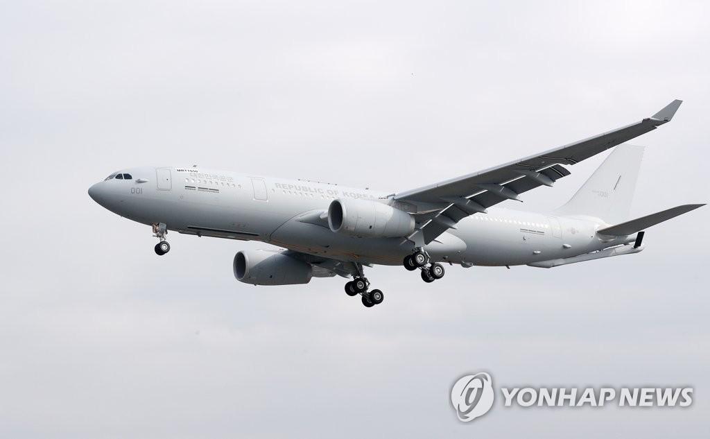 韩军接收首架空中加油机