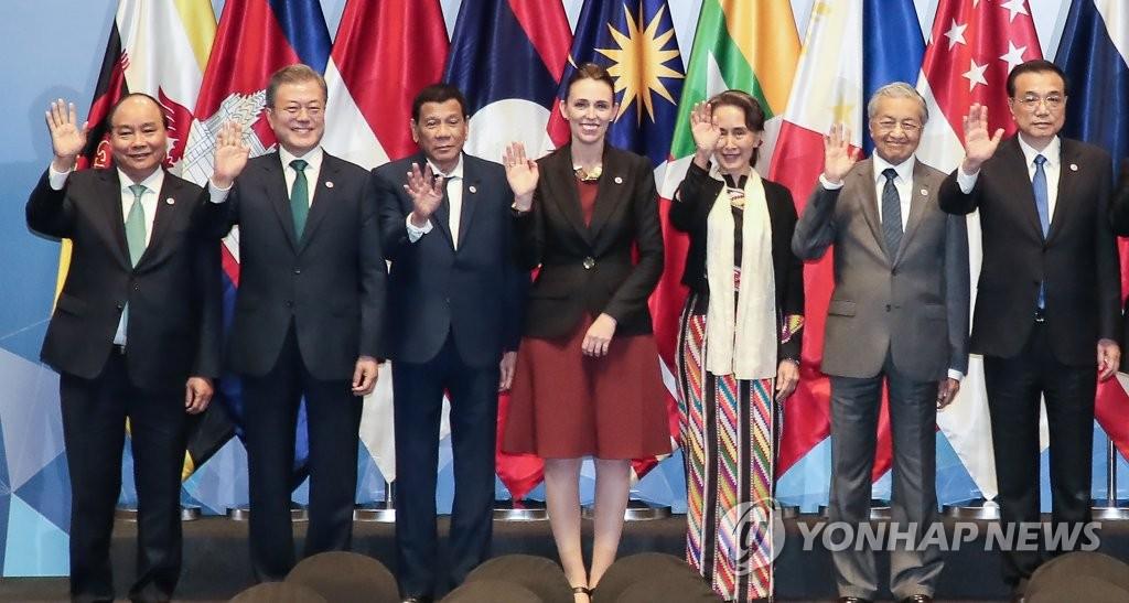 文在寅:感谢东盟将韩半岛和平视为已任