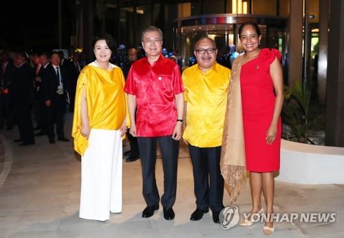 韩国与巴新首脑伉俪