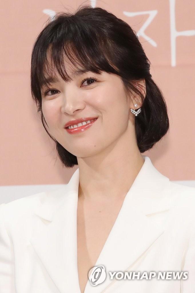11月21日下午,在首尔江南区皇宫酒店,演员宋慧乔出席tvN新剧《男朋友》发布会。(韩联社)