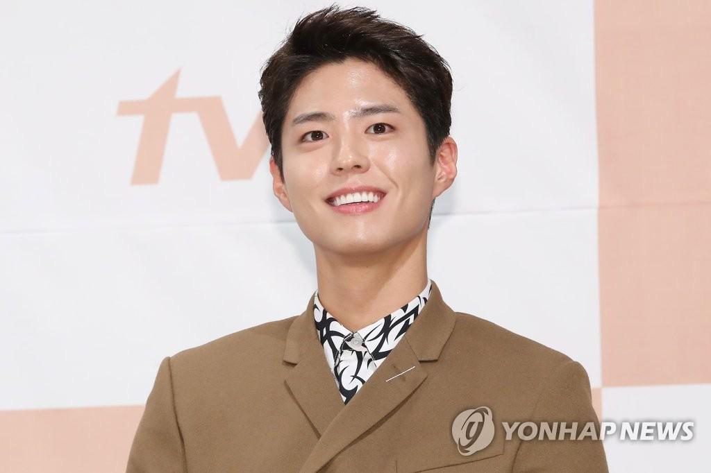11月21日下午,在首尔江南区皇宫酒店,演员朴宝剑出席tvN新剧《男朋友》发布会。(韩联社)
