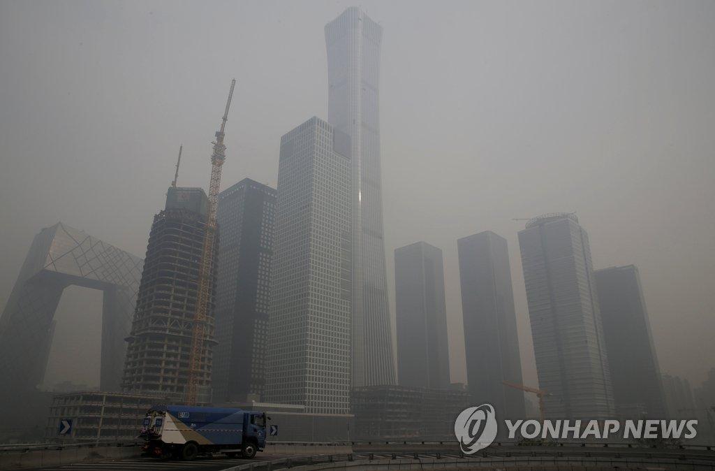 资料图片:北京雾霾天(韩联社)