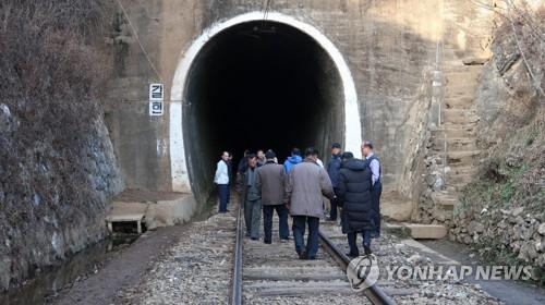韩方人员8日访朝启动东海岸跨境铁路北段考察