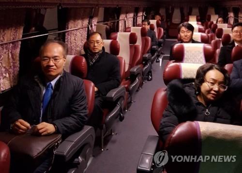 韩官员启程赴朝