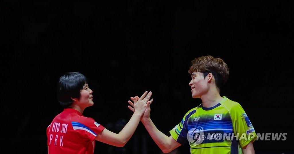 资料图片:张禹珍(右)和车孝芯(韩联社)
