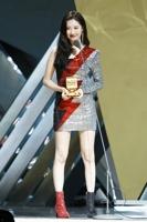 宣美获最佳女歌手奖