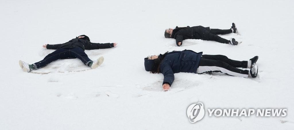 享戏雪快乐