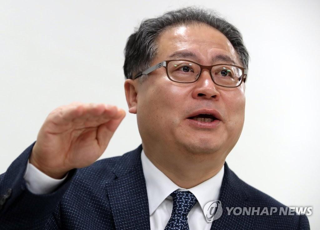 12月21日下午,在位于首尔钟路区的韩联社大楼,韩国对外经济政策研究院(KIEP)院长李载荣接受韩联社记者专访。(韩联社)