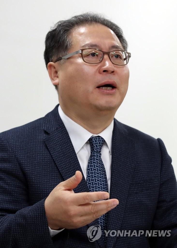 12月21日下午,在位于首尔钟路区的韩联社大楼,韩国对外经济政策研究院(KIEP)院长李载荣接受韩联社记者采访。(韩联社)