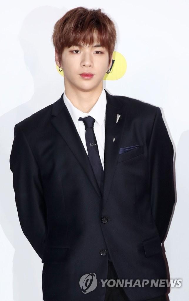资料图片:歌手姜丹尼尔(韩联社)
