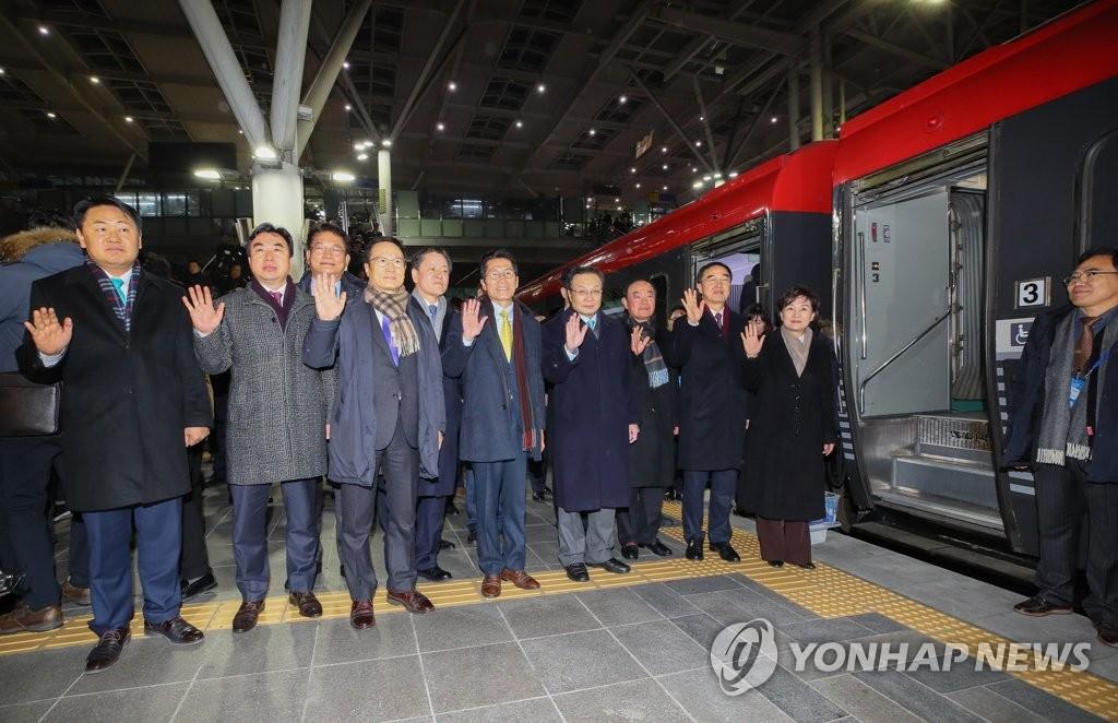 韩方代表团赴朝出席韩朝铁路对接项目开工仪式
