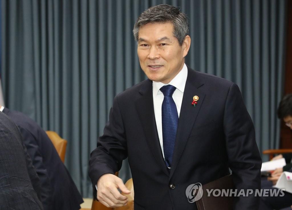 资料图片:韩国国防部长官郑景斗(韩联社)