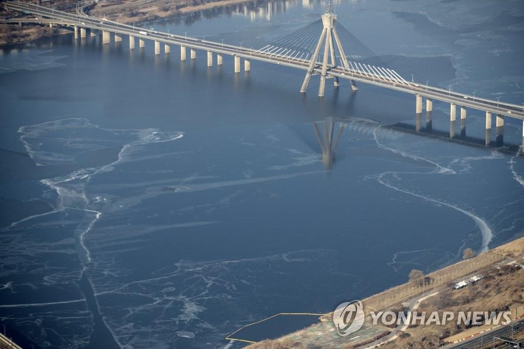 暖冬致首尔汉江去年未结冰