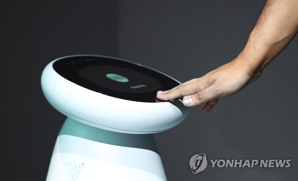 资料图片:三星电子在CES 2019上推出的三星Bot Care机器人 韩联社(图片严禁转载复制)