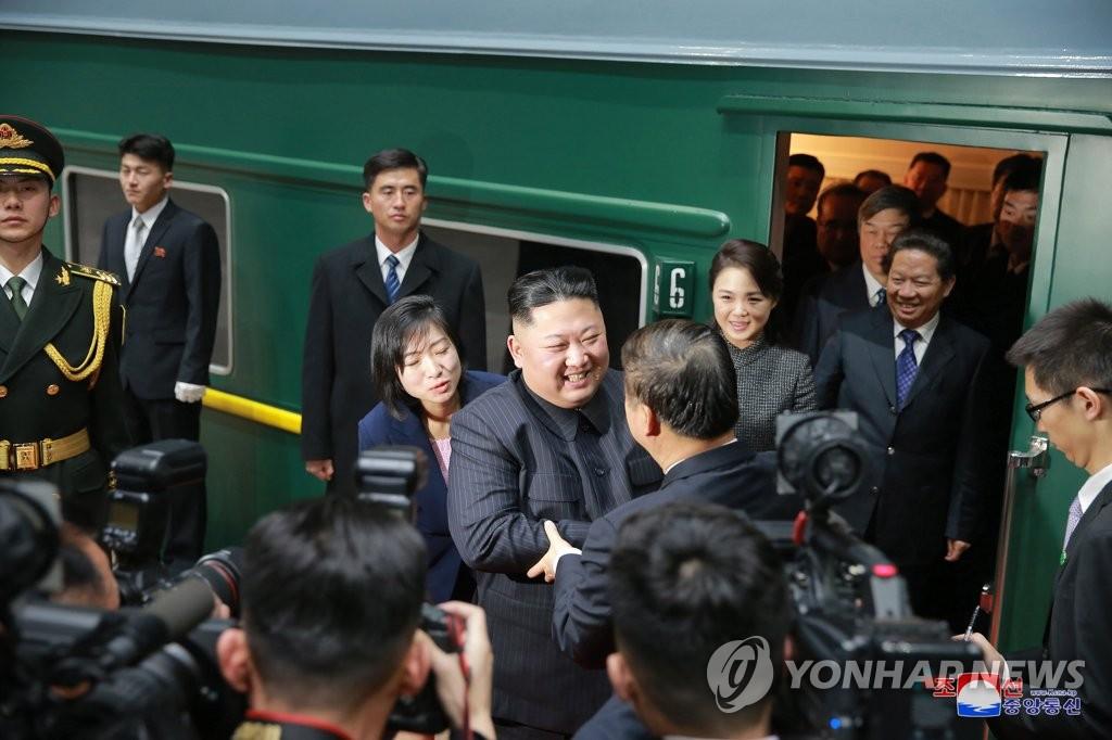 资料图片:1月10日,金正恩乘专列抵达北京。图片仅限韩国国内使用,严禁转载复制。(韩联社/朝中社)