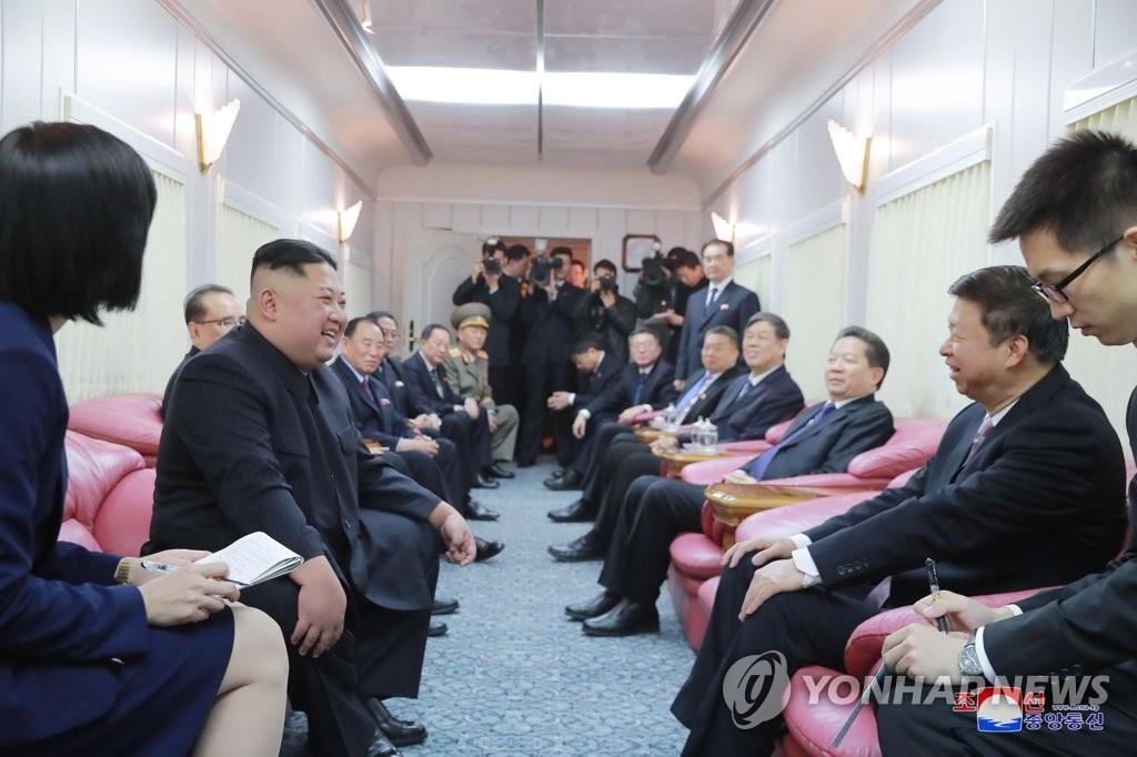 朝中两党外联负责人在京举行会谈