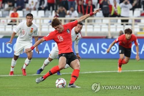 亚洲杯:韩国队2比0胜中国队小组第一出线