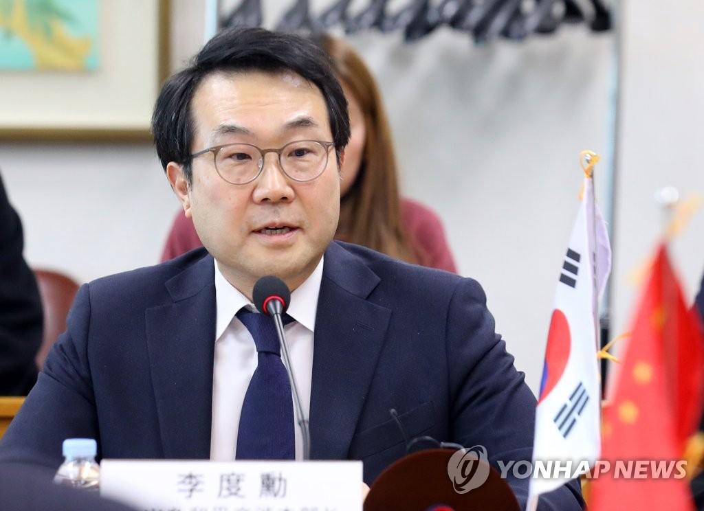 1月17日下午,在首尔,韩国外交部韩半岛和平交涉本部长李度勋在朝核六方会谈韩中团长会议上发言。(韩联社)