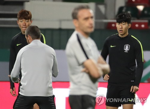 世预赛韩朝对决启幕 孙兴慜黄义助出任双前锋