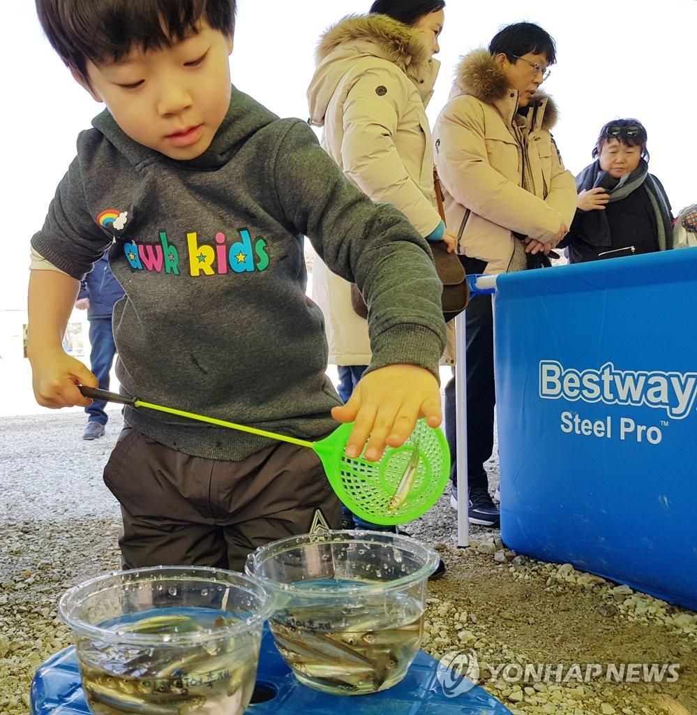 第19届麟蹄冰鱼节开幕两天吸引4.5万访客