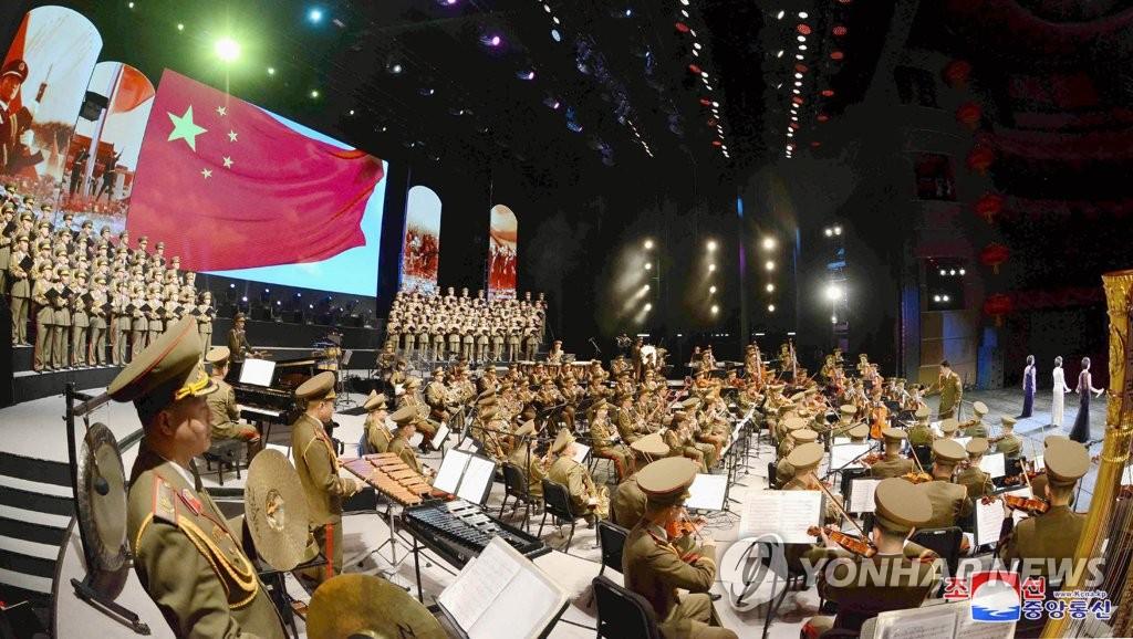 图为朝鲜艺术团在北京国家大剧院的演出现场。图片仅限韩国国内使用,严禁转载复制。(韩联社/朝中社)