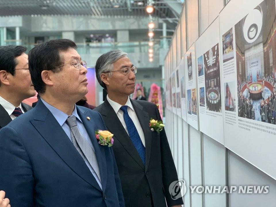 中国改革开放40年主题国际巡展在韩举行