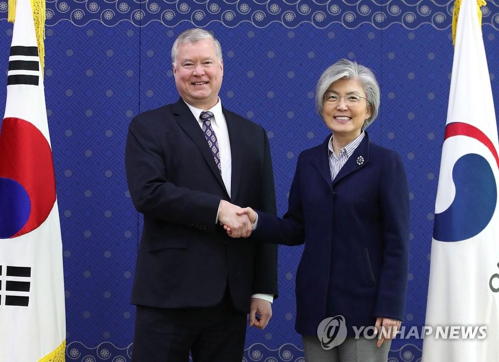 韩外长会见美对朝代表