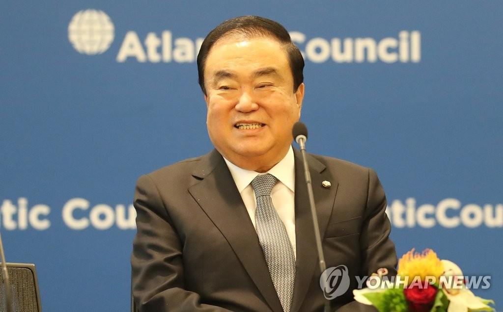 韩国国会议长文喜相会见美国众议长佩洛西