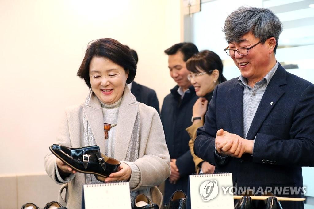 韩第一夫人选购手工鞋