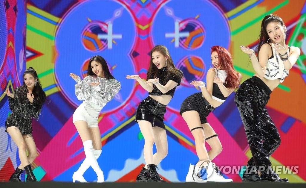 JYP女团ITZY出道舞台(韩联社)